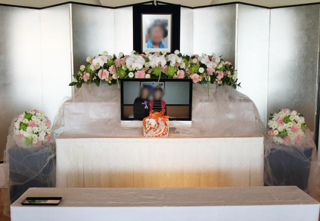 サンプラお別れ会花祭壇1